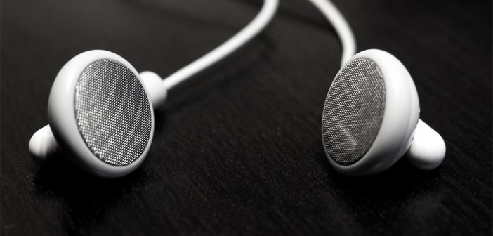 Why Ear Buds Are the Best Option When Working Out