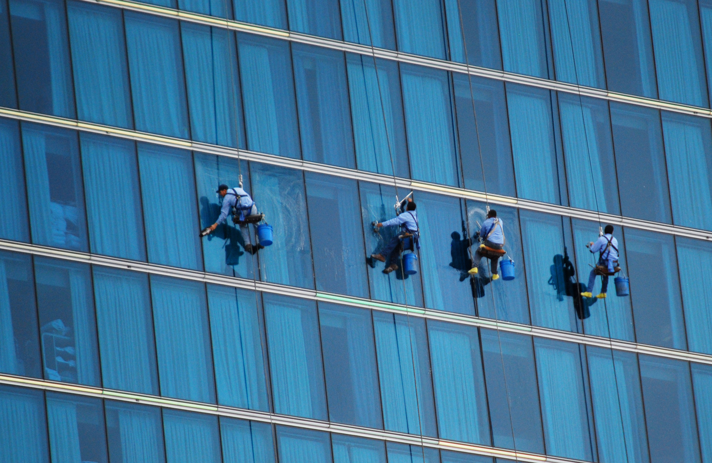 4 moments that it is best to hire a window washer for Window washing