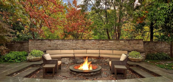 4 Ways to Spruce up Your Outdoor Living Space