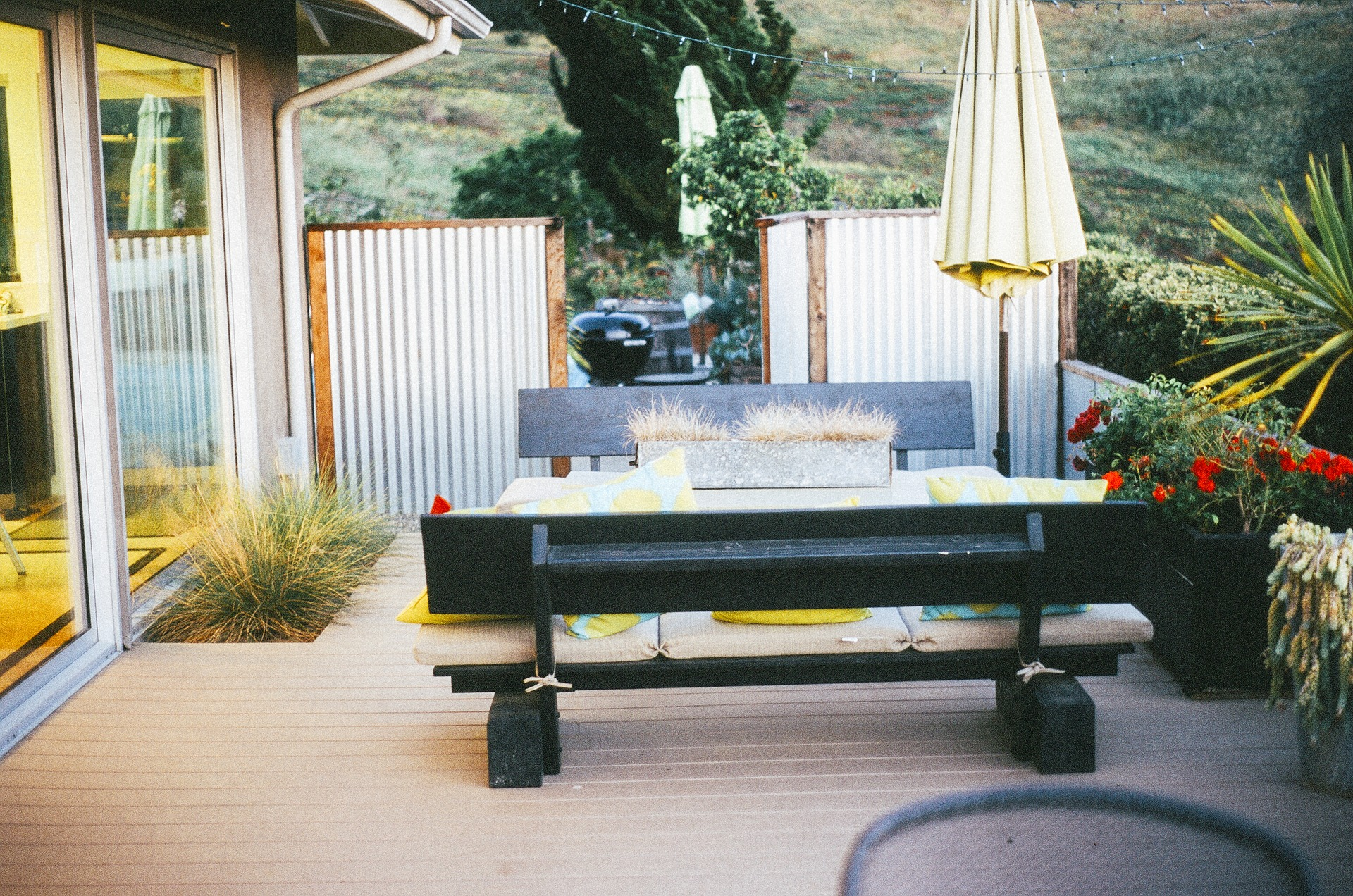 5 Advantages of Installing a Retractable Awning at Your Home
