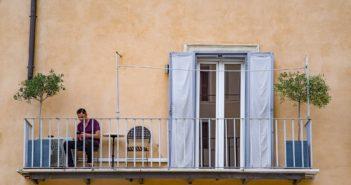 balcony-3398415_1920